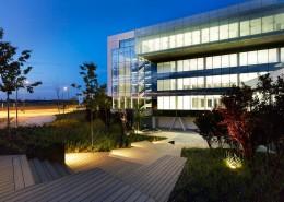 Con Luz Propia- Exterior iluminado del edificio CPS Getafe