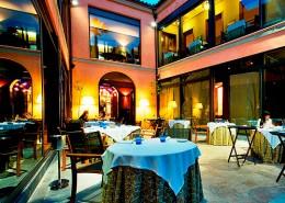Con Luz Propia- Imagen de la iluminación del patio del restaurante Montana
